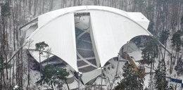 Gigantyczna dziura w dachu Opery Leśnej. Skąd się wzięła?