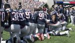 PROTESTI AMERIČKIH SPORTISTA Brojni NFL igrači klečali tokom himne nezadovoljni Trampovim izjavama