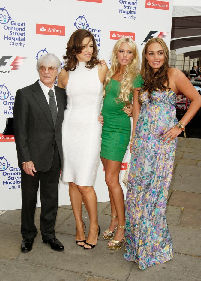 Petra Eklston sa sestrom i roditeljima 2008. na svečanosti Formule 1 u Londonu