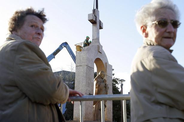 Pomnik Jana Pawła II w Ploermel