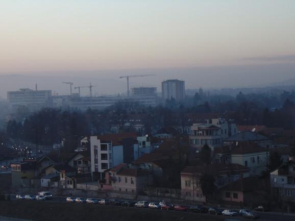 Niš je  juče u večernjim časovima bio najzagađeniji grad u Evropi, pokazuju podaci stranih sajtova za merenje zagađenja vazduha.