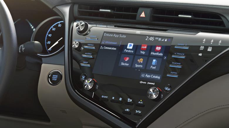Toyota Entune 3.0 z systemem aktualizacji online pojawi się w nowym modelu Camry. Sprzedaż od lata 2017 w USA