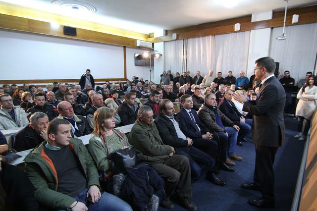 Najavio program sa više od 60 konkretnih tačaka: Vuk Jeremić u Loznici