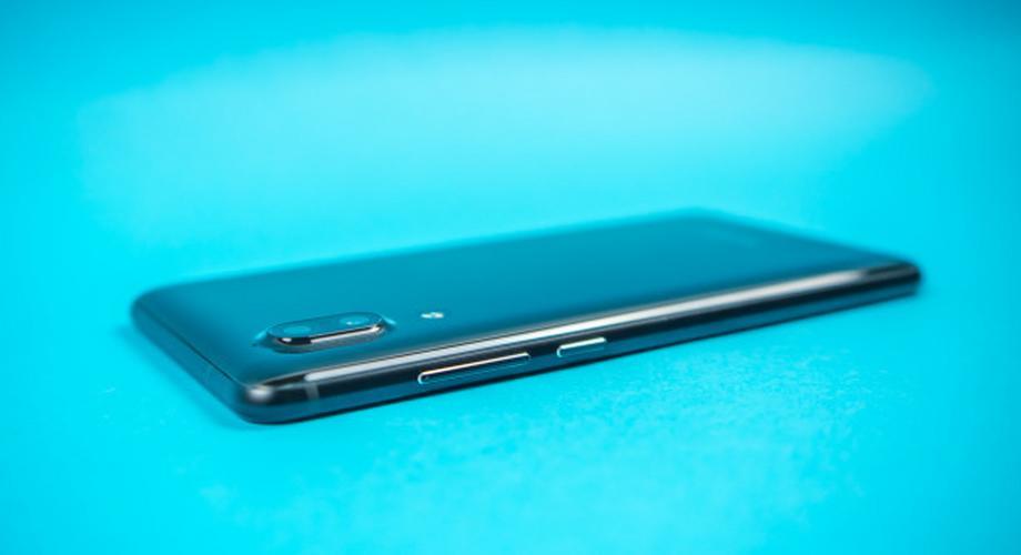 Test Sharp Aquos C10: leichtes Smartphone, altes Android