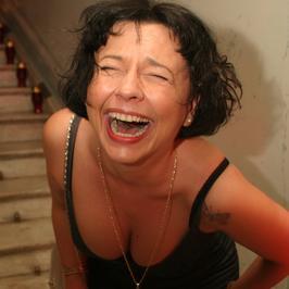 Kiedyś gwiazdy TV, a dziś? Fiolka Najdenowicz zarażała śmiechem w Polsce. Co robi obecnie?