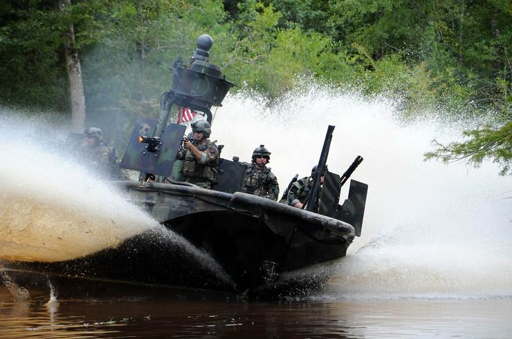 672866_americka-ratna-mornarica-foto-us-navy-petty-officer-1st-class-kathryn-whittenberger
