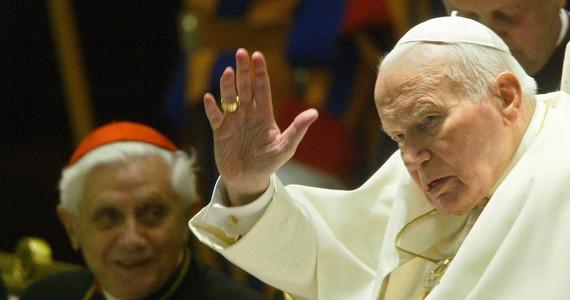 Jan Paweł II. Sondaż: Jak Polacy oceniają dziś papieża?