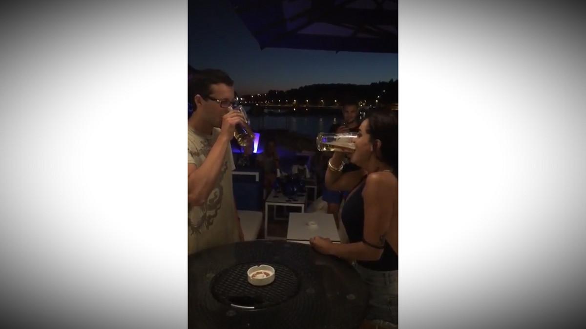 """""""Ako popijem pivo brze od tebe, daces mi broj"""": Evo sta se desi kad naletite na pogresnu (ili pravu) devojku"""