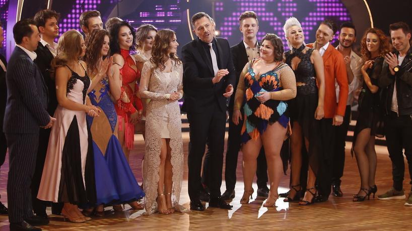 """Uczestnicy programu """"Taniec z gwiazdami 7"""" wraz z prowadzącymi i gośćmi muzycznymi"""