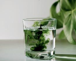 Deshalb trinken auf Tiktok gerade alle Chlorophyll-Wasser