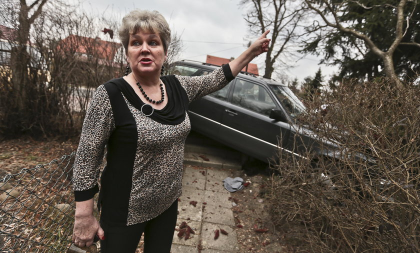 Chciała wysiąść z auta. Omal nie zginęła!