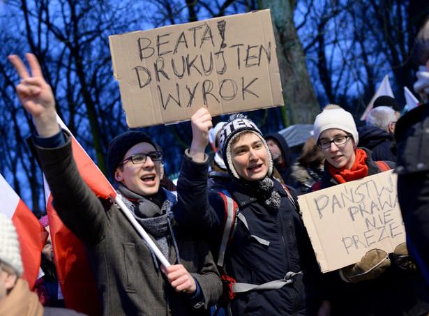 Manifestacje przed KPRM z 10 marca