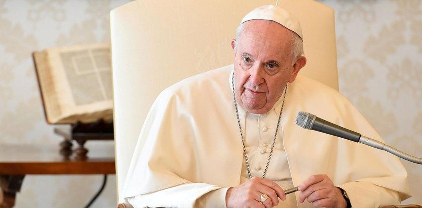 Papież: To wstyd, że kobiety muszą ukrywać ciążę i są zniechęcane do rodzenia dzieci