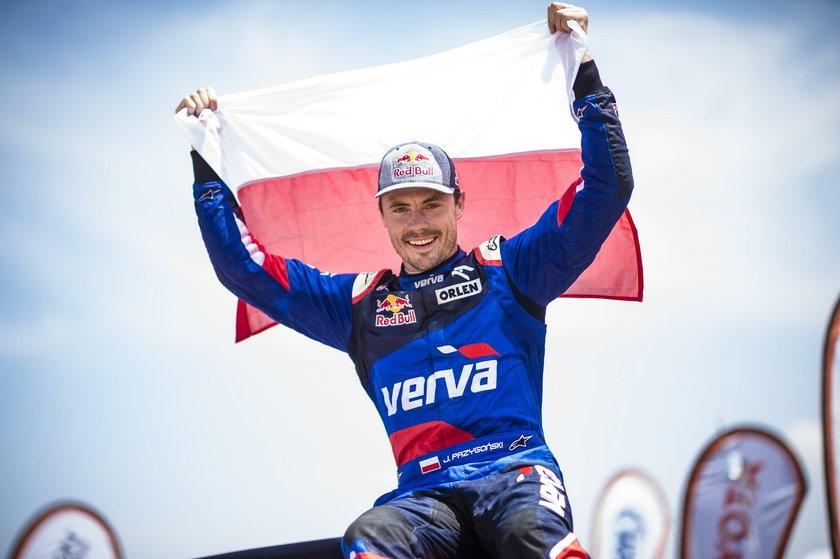 Tym razem kierowca Orlen Teamu przebił dwie opony i czwarty etap ukończył na ósmym miejscu.