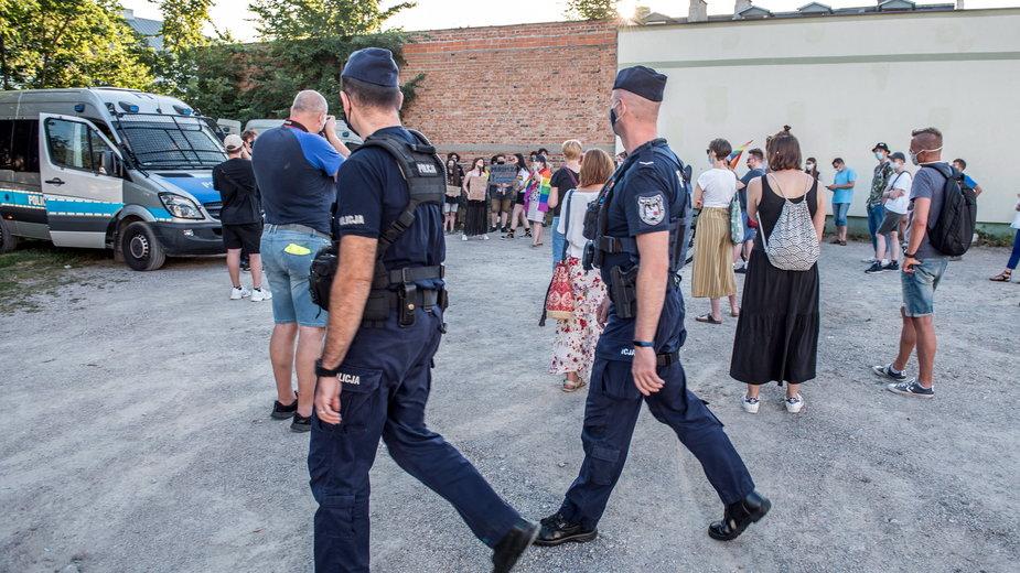 Pikieta przed Zakładem Karnym w Płocku, gdzie przebywała Margot (sierpień 2020 r.)