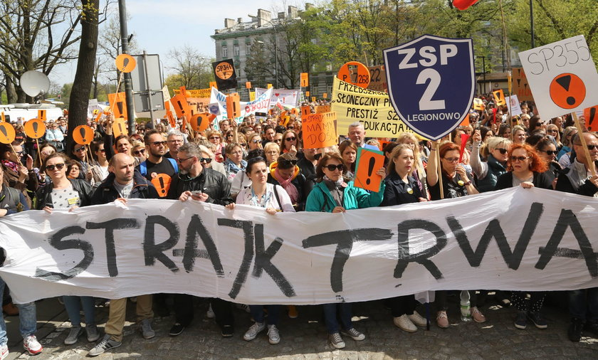Protest nauczycieli wciąż trwa