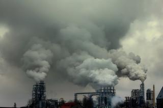 Aukcje praw do emisji CO2 też pomogą zmniejszyć deficyt