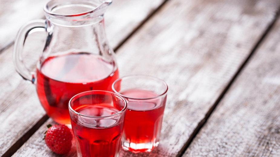 Wino z truskawek smakuje wyśmienicie -  Yulia Furman/stock.adobe.com