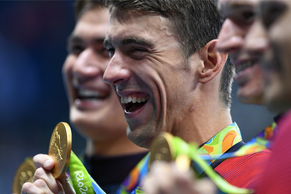 Majkl Felps slavi 23. zlatnu olimpijsku medalju