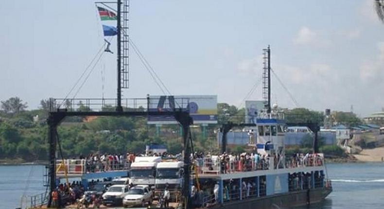 Police retrieve dead body that floated to the shore at the Likoni crossing in Mombasa
