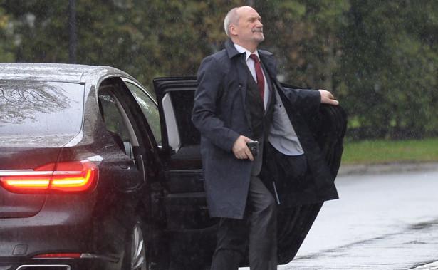 Największym wizerunkowym obciążeniem dla rządu jest minister Antoni Macierewicz - wśród najsłabszych ministrów wymieniło go 47 proc. badanych