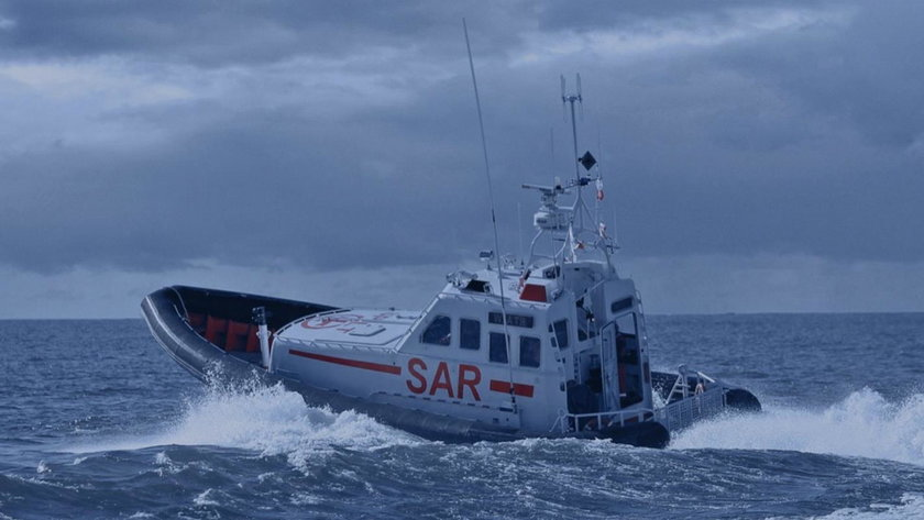 Dramat na Bałtyku! Podczas sztormu wywrócił się jacht. Są ofiary