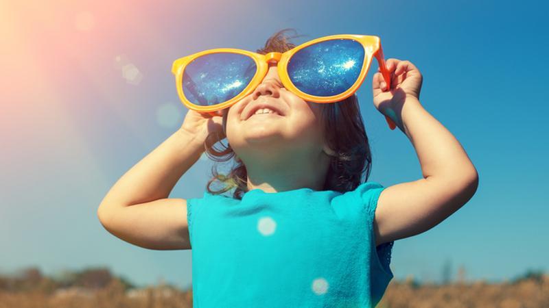 UOKiK przed wakacjami radzi, jak wybrać okulary przeciwsłoneczne