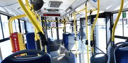 Pasażerka spojrzała na kierowcę autobusu i zamarła. Natychmiast zabrała mu kluczyki