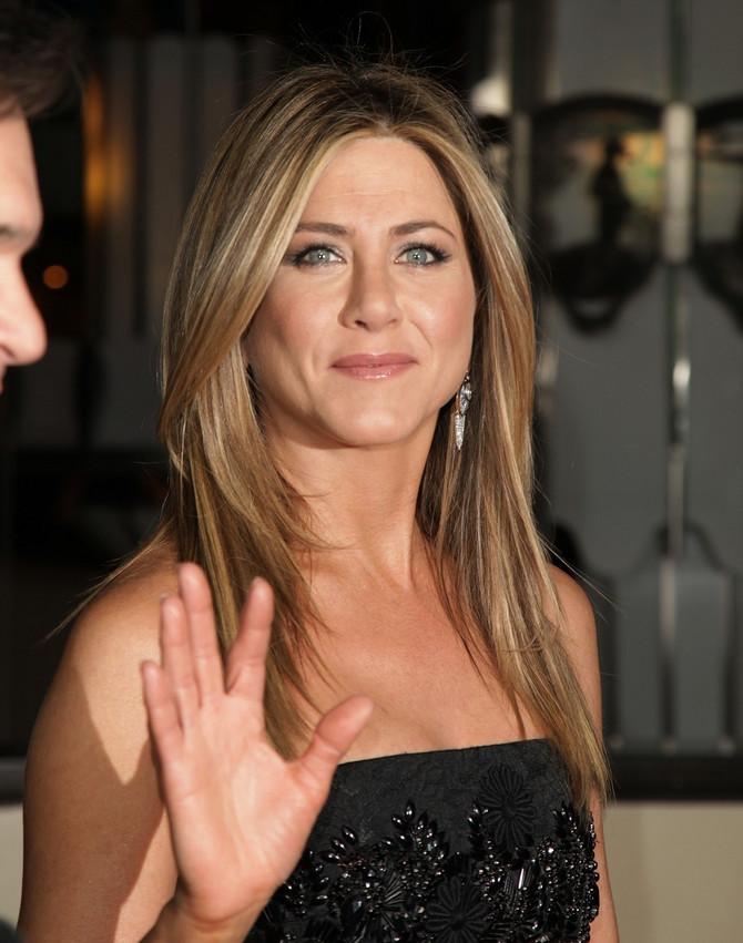 Dženifer Aniston se ljubazno zahvalila