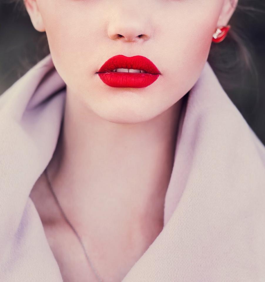 Usta: w głębokiej czerwieni