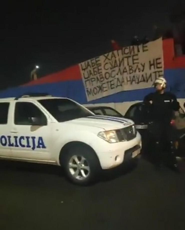 Crna Gora trobojka incident