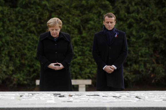 Angela Merkel i Emanuel Makron dan pre su otkrili su ploču pomirenja