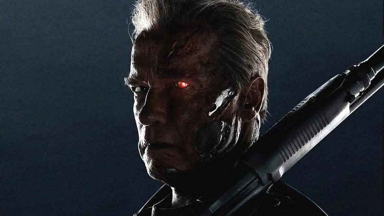 """Od premiery oryginalnego filmu minęło ponad 30 lat i właściwie przez cały ten czas Terminator, a raczej różne jego wcielenia, nie znikał z popkulturowej świadomości widzów. Dwie części wyreżyserowane przez Jamesa Camerona – do dziś wzorcowe kino akcji – potem mniej udana, ale przynajmniej zabawna """"trójka"""", szybko skasowany serial """"Kroniki Sarah Connor"""", wreszcie słabe """"Ocalenie"""". Każda kolejna produkcja rozbudowywała terminatorowe uniwersum, mniej lub bardziej skutecznie naginając do swoich potrzeb wymyślone przez Camerona reguły."""