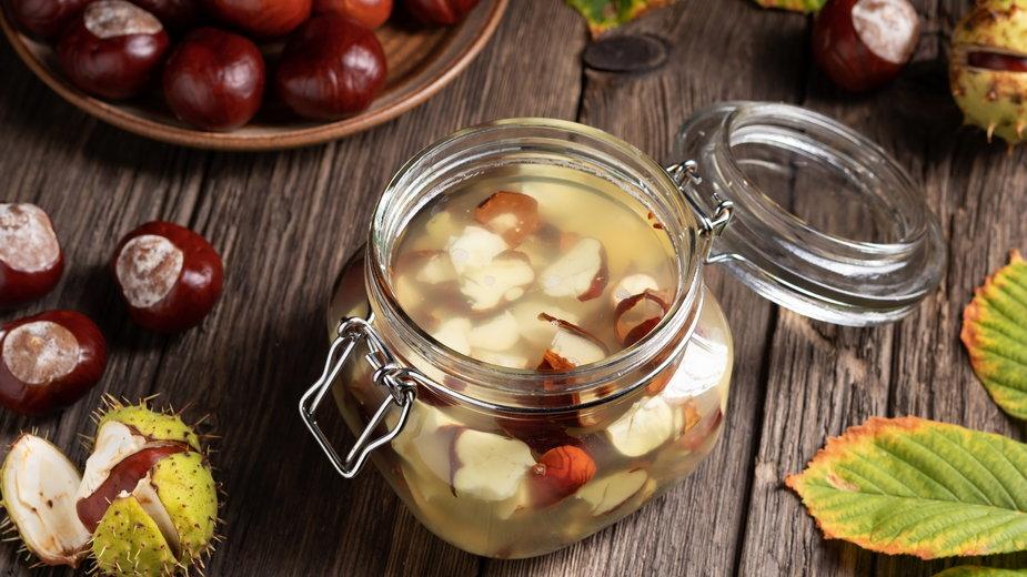 Nalewka z kasztanów ma właściwości lecznicze - Madeleine Steinbach/stock.adobe.com