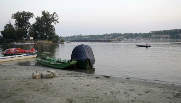 Na divljoj plaži u Kovilovu pre dva dana se utopila žena