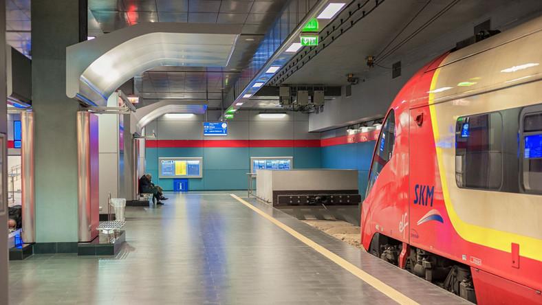 Stacja kolejowa przy lotnisku Chopina