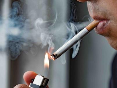 Podwyżki akcyzy na alkohol np. w latach 1999-2001 spowodowały spadek wpływów budżetowych. Także zwiększenie akcyzy na wyroby tytoniowe spowodowało spadek wpływów do budżetu państwa - napisał członek RPP Jerzy Kropiwnicki.