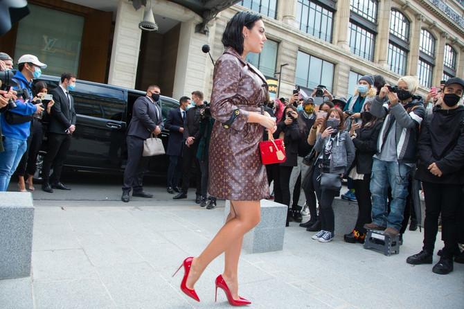 Georgina Rodrigez na nedavno održanoj Nedelji mode u Parizu u kreaciji ovog brenda