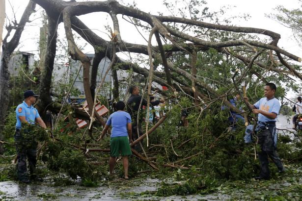 Nock-Ten, którego Filipińczycy nazywają Nina, to trzeci tajfun w historii, który zaatakował archipelag podczas Świąt Bożego Narodzenia