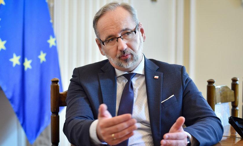 - Chciałbym, żeby Polacy na okres wakacji zapomnieli o pandemii. To czas, żeby odpoczywać -  mówił przed kilkoma dniami minister zdrowia Adam Niedzielski, apelując równocześnie o rozwagę i ostrożność.