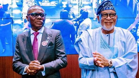 Lagos State Governor, Babajide Sanwo-Olu (L) and his Ondo State counterpart, Rotimi Akeredolu (R)