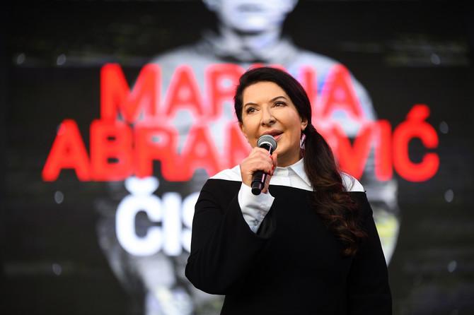 Marina je u sklopu izložbe održala i predavanje u blizini Ušća pred 5.000 ljudi, AAA-AAA