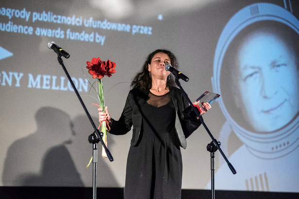 Samantha Fuller odbiera nagrodę za Johna Carrolla Lyncha