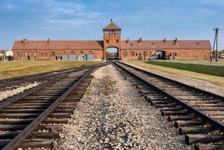 Niemcy: Proces strażnika z obozu Stutthof rozpocznie się w listopadzie