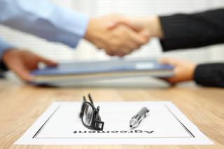 Koniec z syndromem pierwszej dniówki: Umowa ma być podpisana przed rozpoczęciem pracy