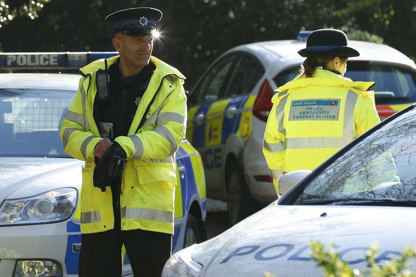 Trzej bandyci z Polski ukradli urnę z prochami dzieci. Brytyjczycy są oburzeni