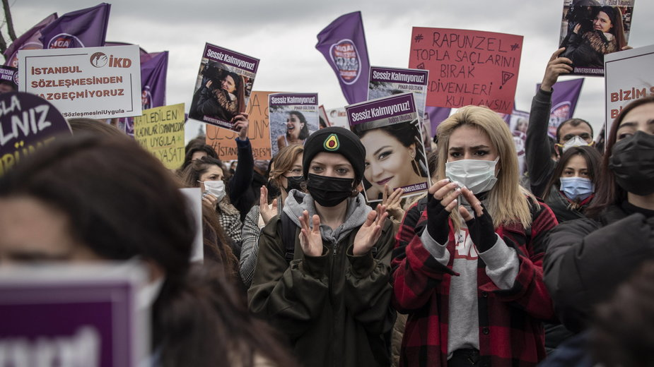 Demostracja w Turcji przeciw wycofaniu się kraju z Konwencji Stambulskiej