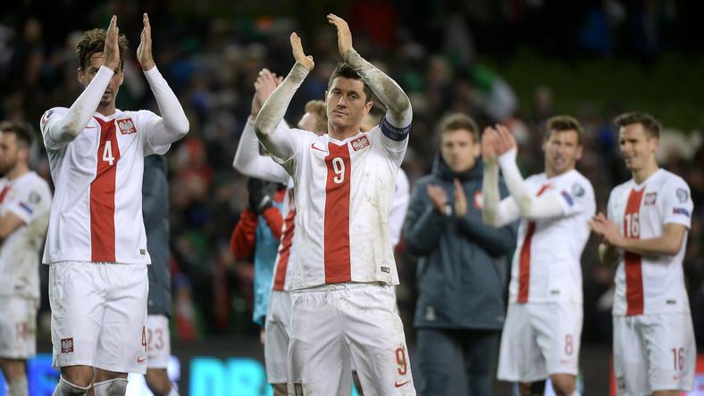 Piłkarze reprezentacji Polski Robert Lewandowski (P) i Łukasz Szukała (L) po meczu eliminacyjnym mistrzostw Europy z Irlandią