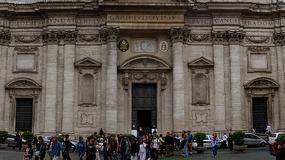 Rzymski kościół i jego fałszywa kopuła