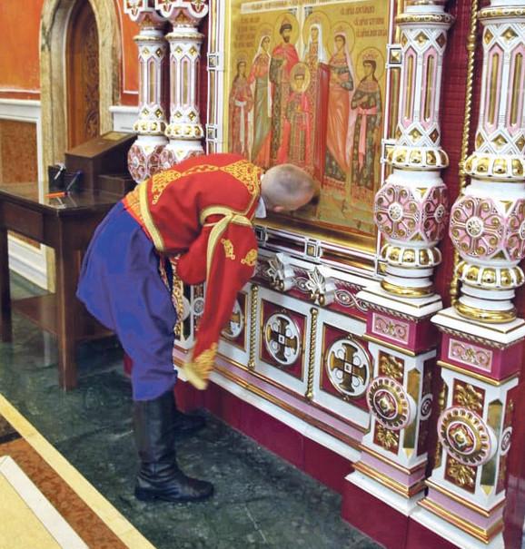Vuk se krstio u srnogorskoj narodnoj nošnji